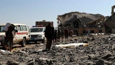 Yemen'de askeri kamp bombalandı: 70 ölü