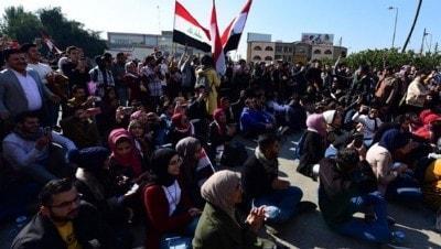 Irak'ta tansiyon yükseldi, göstericiler yolları kapattı