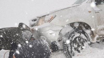Doğu'da kar esareti! Yollar kapandı, araçlar mahsur kaldı