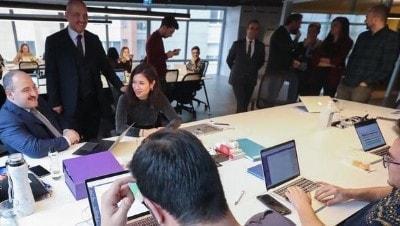 Bakan Varank, Silikon Vadisi'nden yatırım alan Türk şirketini ziyaret etti