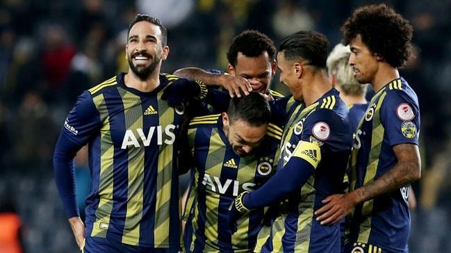 Fenerbahçe'de Adil Rami'nin sezon sonuna kadar kalmasına karar verildi