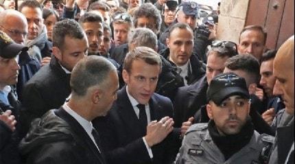Macron ile İsrail polisi arasında gerginlik... 'Dışarı çık!'