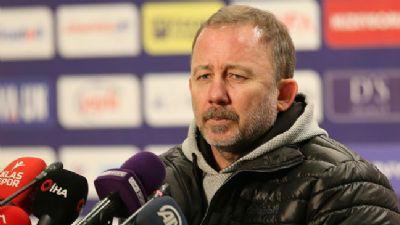 Henüz resmen açıklanmayan Sergen Yalçın, Beşiktaş'ın bu sabahki idmanına çıkamayacak