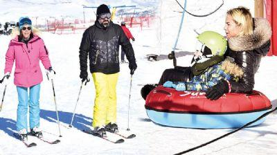 Ünlülerin kar tatilinden eğlenceli kareler