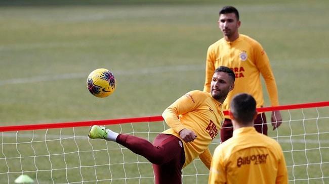 Yeni Malatyaspor maçının hazırlıklarını sürdüren Galatasaray ayak tenisi oynadı