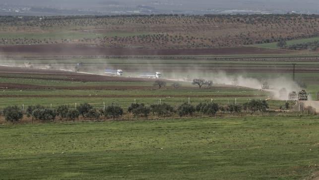 Komando ve askeri araçlar sınırda! Vatandaşlar hoparlörden Fetih Suresi'ni okudu