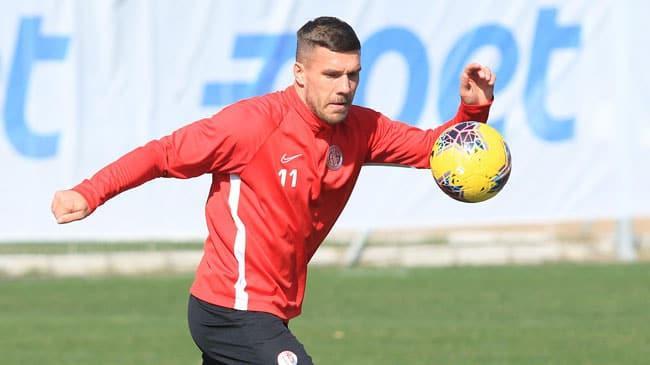 Lukas Podolski izin gününde tesislere gelerek idman yaptı