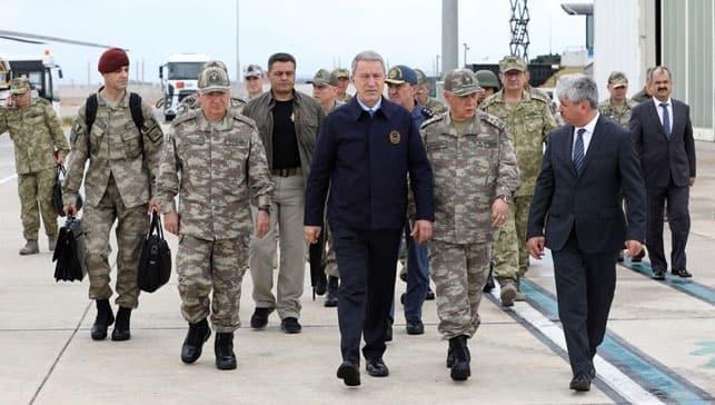 Milli Savunma Bakanı Akar'dan sınırda peş peşe görüşmeler