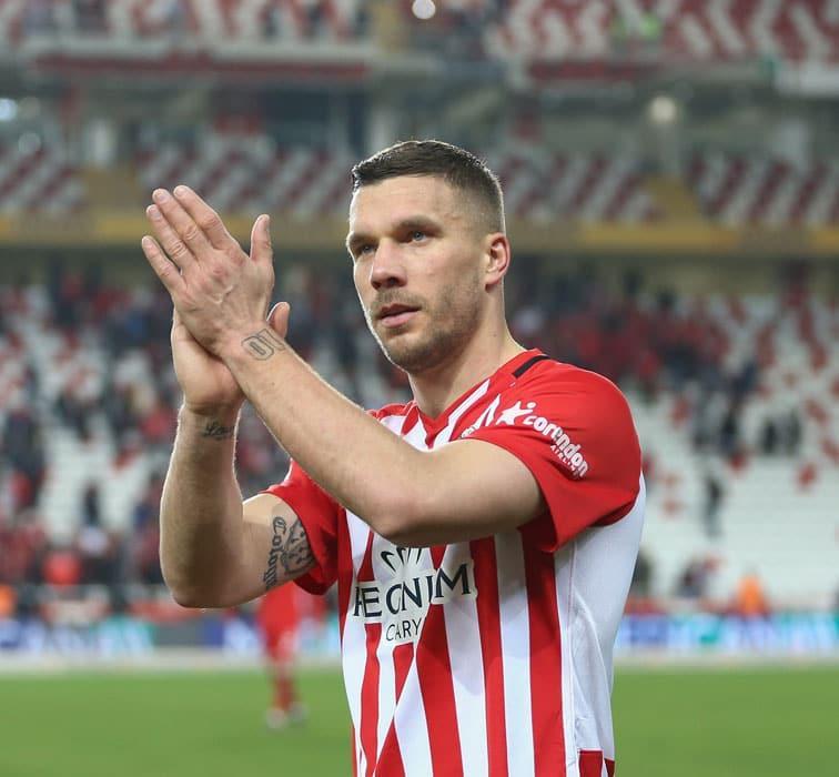 Girdi, attı, 3 puanı kaptı! Podolski Antalyaspor'u galibiyete uçurdu