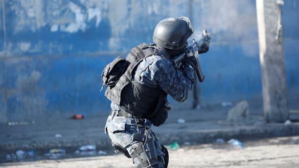 Haiti'de polislerle askerler çatıştı! Ölüler var