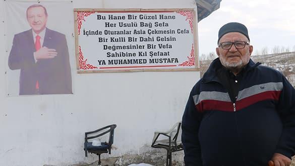 80 yaşındaki adam evinin bahçe kapısına bu tabelayı astı