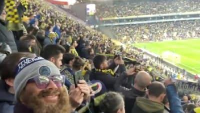 Fenerbahçe'nin eski yıldızı Diego Lugano, kılık değiştirerek derbiyi kale arkası tribününden izledi