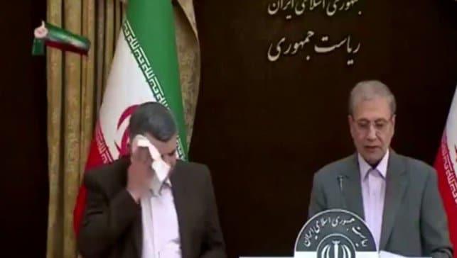 Virüse yakalanan İranlı Bakan Yardımcısı'nın zor anları olay oldu