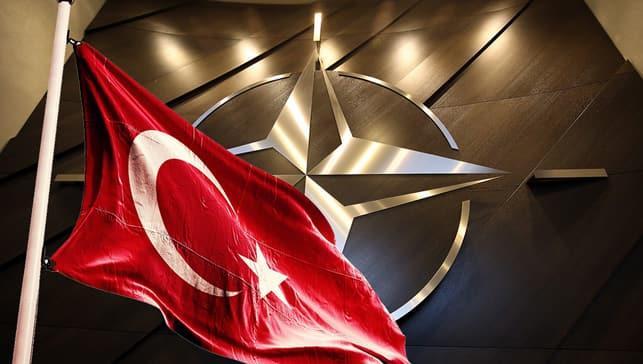NATO Genel Sekreteri Stoltenberg: Türkiye'ye desteklerimiz arasında hava savunması da olacak