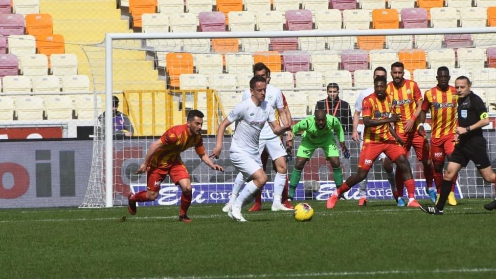 Yeni Malatyaspor 10 kişi kalıp 1-0 geri düştüğü maçta sahasında Konyaspor ile 1-1 berabere kaldı
