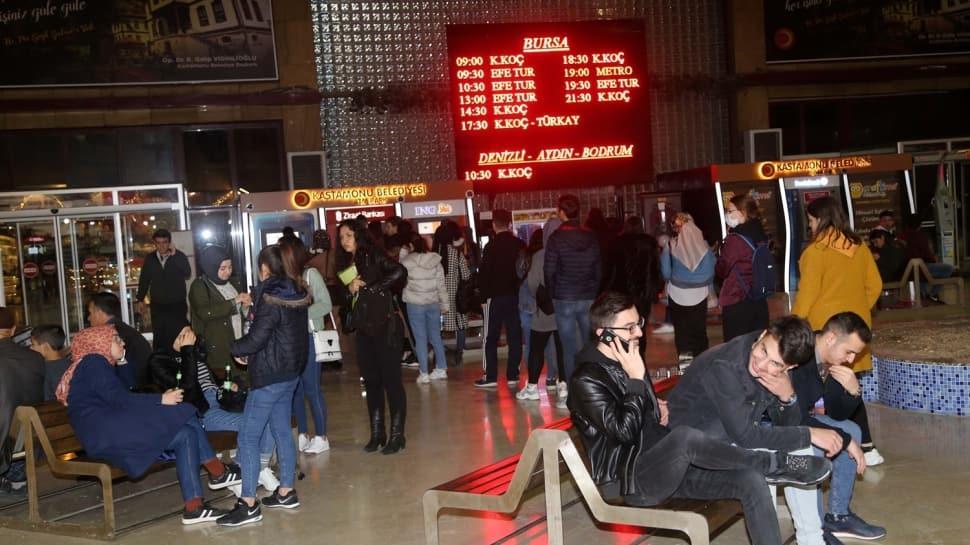 Koronavirüs nedeniyle tatil kararı sonrası otogarlarda bilet kuyrukları oluştu