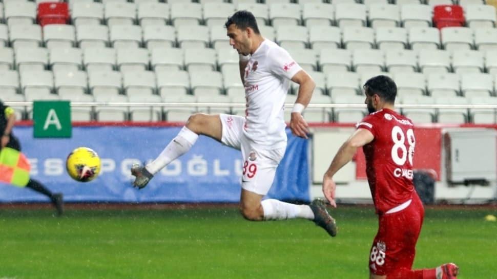Veysel Sarı, Antalyaspor savunmasının vazgeçilmezi oldu