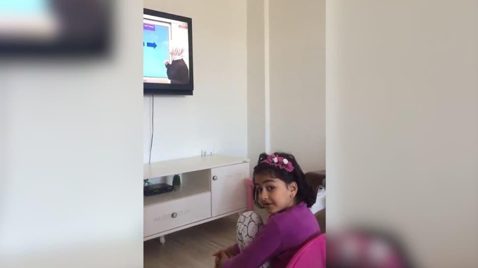 Bingöl'de EBA TV üzerinden ilk dersini alan öğrencinin 'Bizi duyuyor mu' mutluluğu