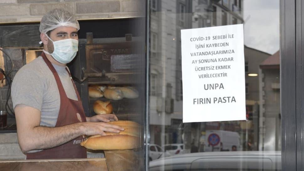 Ağrı'da bir fırın koronavirüs nedeniyle ihtiyaç sahibi olanlara ücretsiz ekmek dağıtıyor