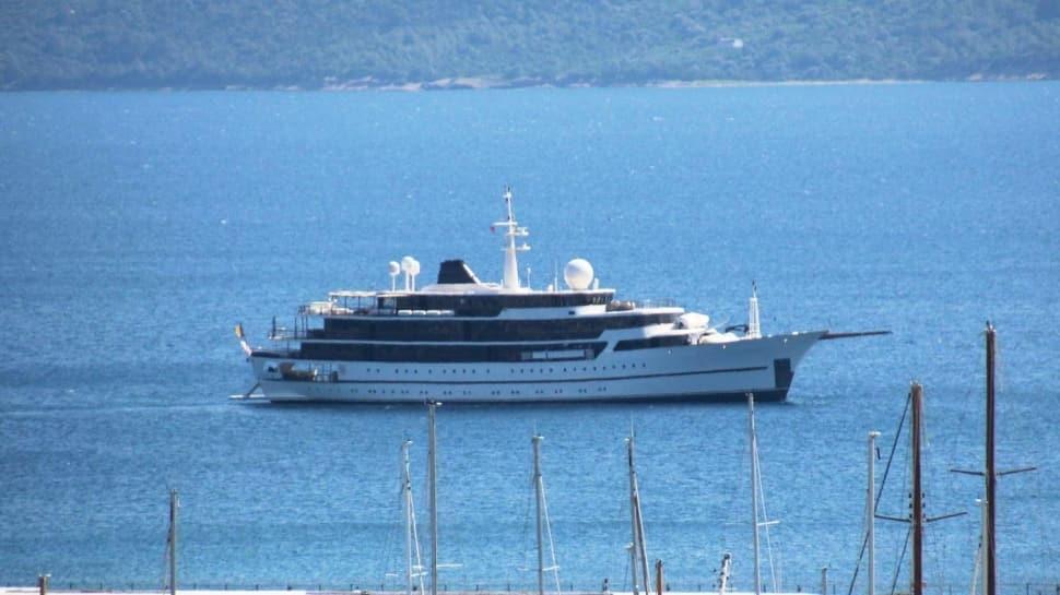 Yunanistan kabul etmedi... Lüks yat Bodrum'a demir attı