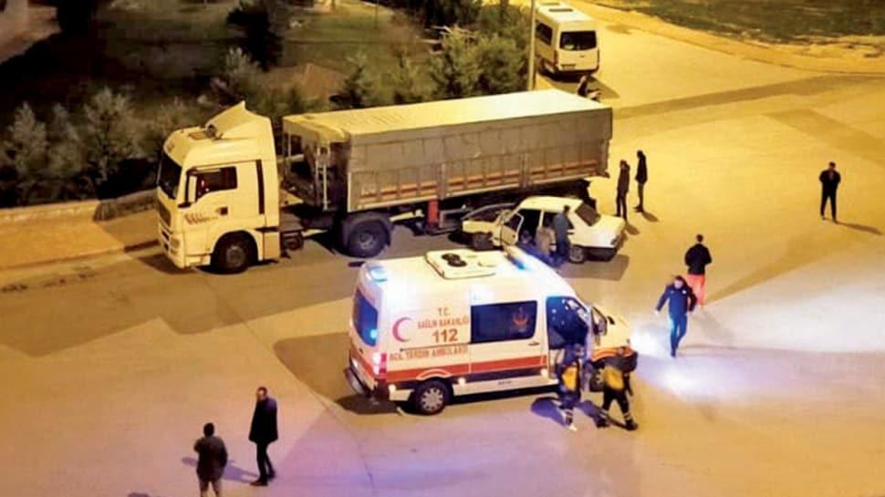 Kaza ihbarına giden sağlıkçılara saldırdılar