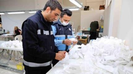 İzmir'de 25 bin kaçak maske ele geçirildi