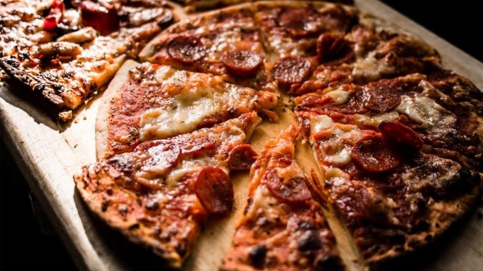 Kahvaltı için pratik pizza tarifi! Pizzanın yapılışı ve malzemeleri