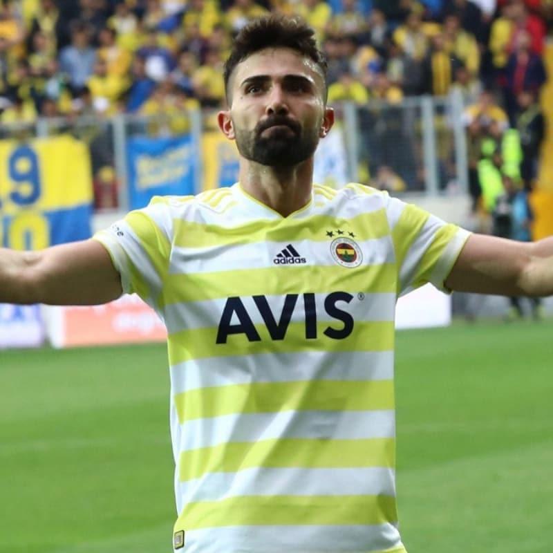 Galatasaray'ın Fenerbahçe'yle sözleşmesi bitecek olan Hasan Ali Kaldırım'ı istediği iddia edildi