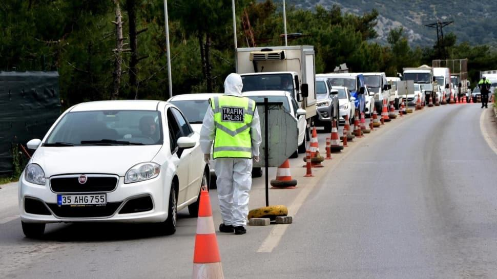 'Gelmeyin' çağrılarına rağmen ilçeye yüz binden fazla araç giriş yaptı