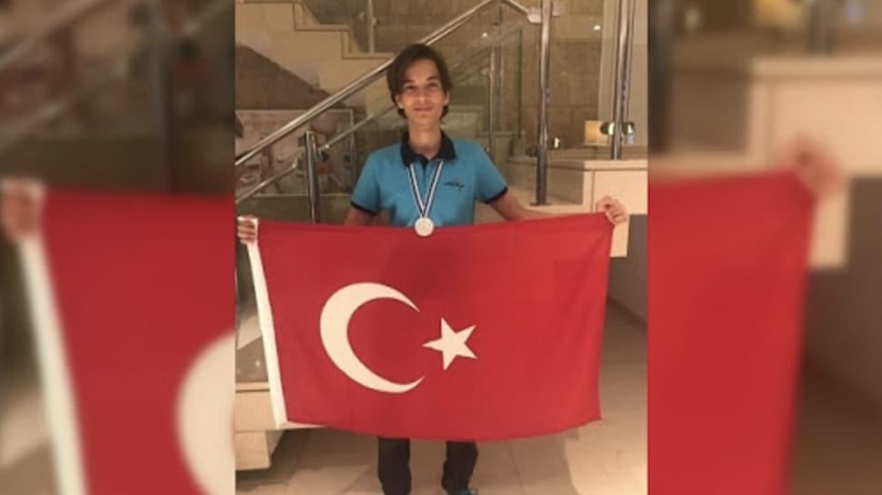 TDV Bornova Koleji öğrencisi uluslararası matematik yarışmasında 1. olarak gurulandırdı