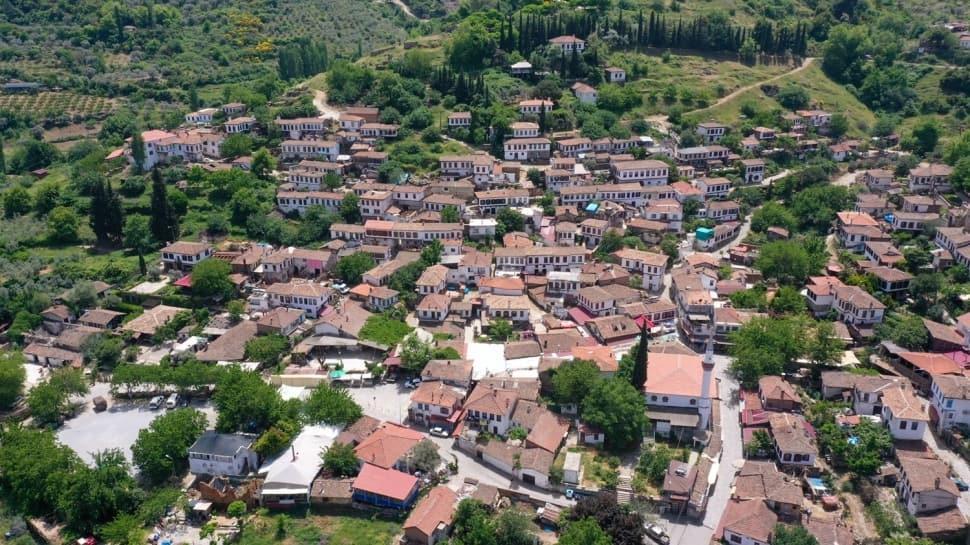 Kıyamet köyü olarak tanınan Şirince'de koronavirüs sessizliği hakim