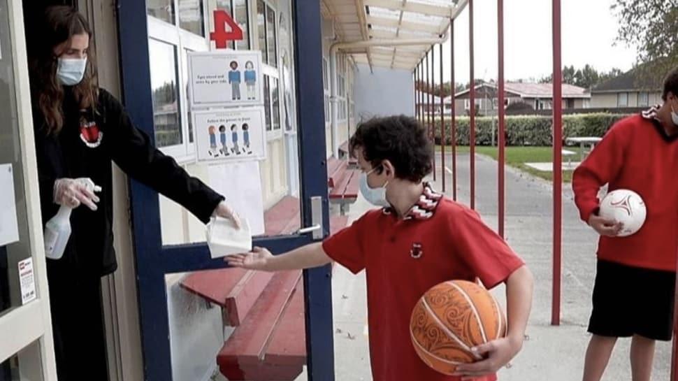 Yeni Zelanda'da okullar kapılarını öğrencilere yeniden açtı
