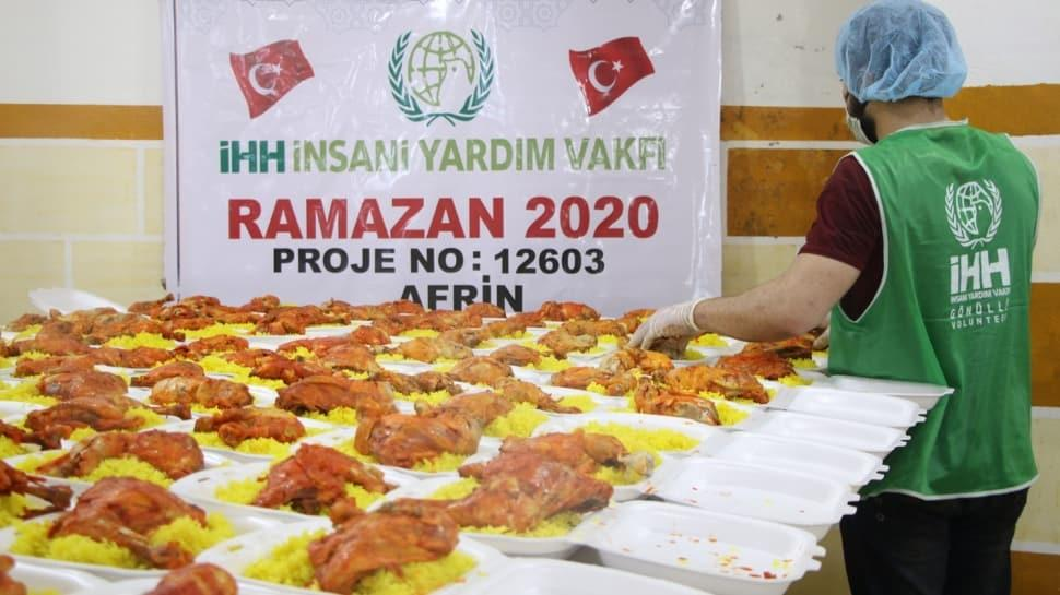 İHH, Afrin'de 20 bin kişilik iftar yemeği dağıtarak yüzleri güldürdü