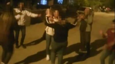 Bu görüntü başlarını yaktı! Sokakta dansa para cezası