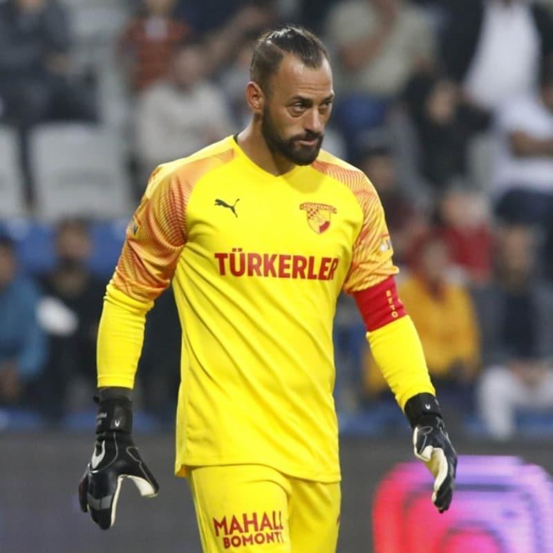 Göztepe'de yabancı futbolcular maaş indirimine yanaşmıyor
