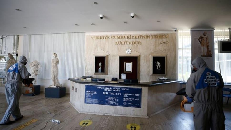 Müzelerde normalleşme adımları atılıyor... Temassız bilet dönemi