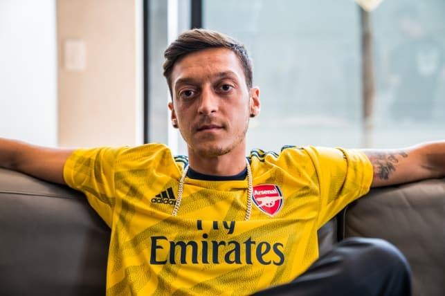 Adidas'tan Mesut Özil'e kötü haber