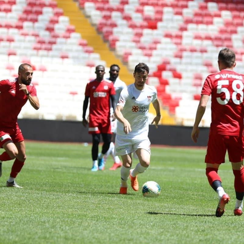 Mert Hakan Yandaş attığı 3 golle yıldızlaştı