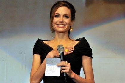 Angelina Jolie'ye fahri vatanda�l�k