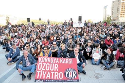 Tiyatrocular 1 May�s'ta meydanlarda